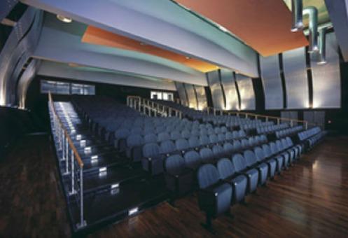 Quarticciolo e Tor Bella Monaca, rischio chiusura dei teatri