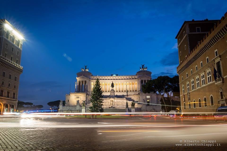 Roma la città dove non è Natale: niente freddo, luci spente e negozi vuoti