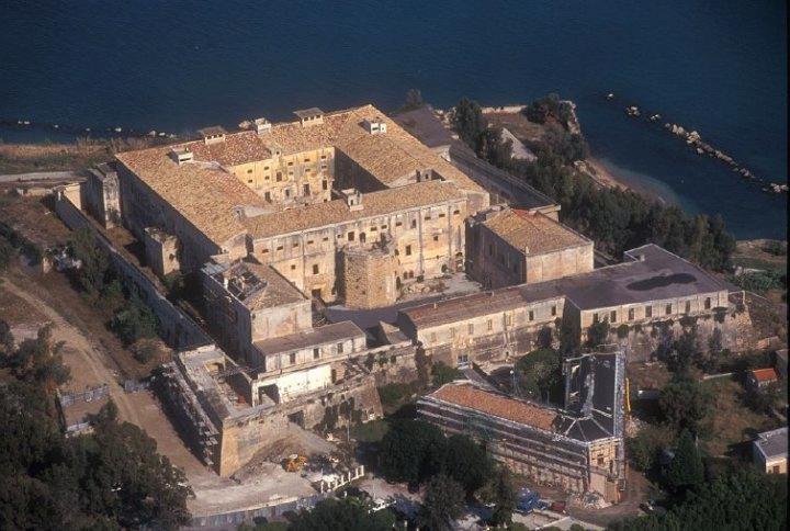 L'Unione Europea toglie 51 milioni di finanziamenti culturali all'Italia.